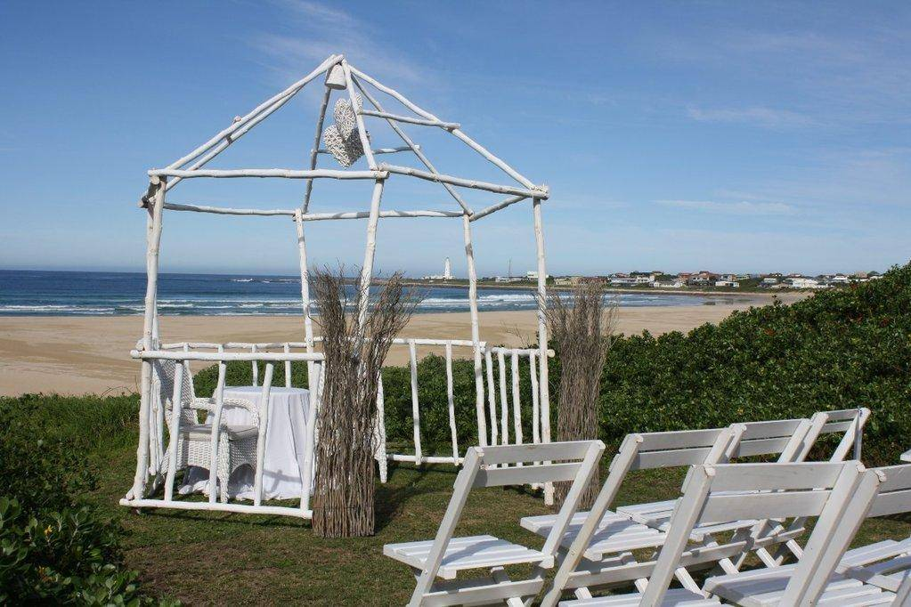 ceremony on villa lawn & Wedding Venue u0026 Accommodation | Cape St Francis Resort